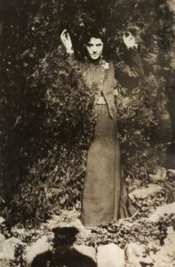 Eleonora Duse fotografata da Gabriele D'Annunzio alla Capponcina 1898 circa Venezia Fondazione Giorgio Cini
